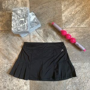 Head  Black athletic skirt with shorts